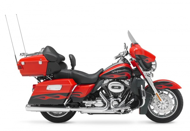 2010 Harley-Davidson CVO Ultra Classic Electra Glide (FLHTCUSE)