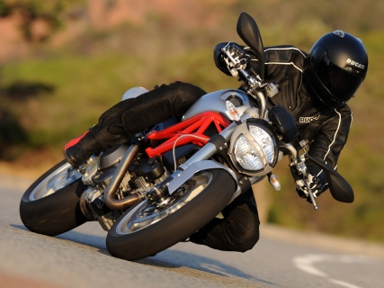 2009 Ducati Monster 1100 - Corner Carver: The redesigned Ducati Monster 1100