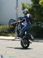 Suzuki SV650 - Standup Wheelie: Smooth standup by this Suzuki SV650 rider.