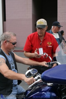 Boss Hoss V-8 Motorcycle - Guided Tour: Discussing the finer points of balancing a V-8 powered motorcycle...