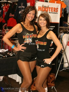 2008 Easyriders Show - Hooters Girls