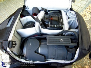 The Lowepro 200 All-Weather can be used with larger lenses as well: With a bit of creative packing